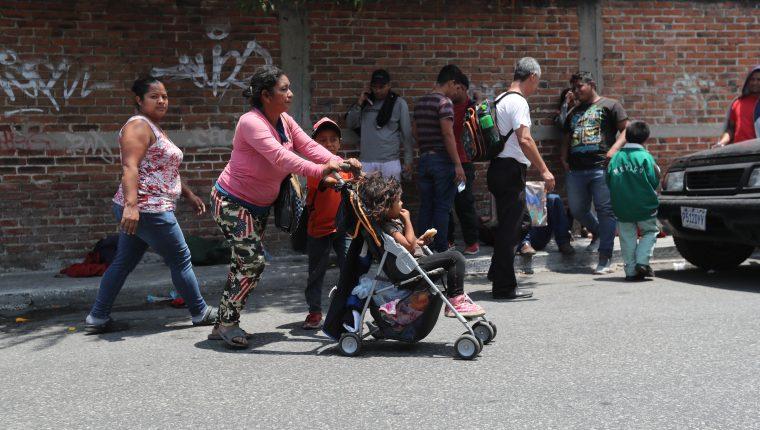 Migrantes hondureños ingresaron a Guatemala este jueves.