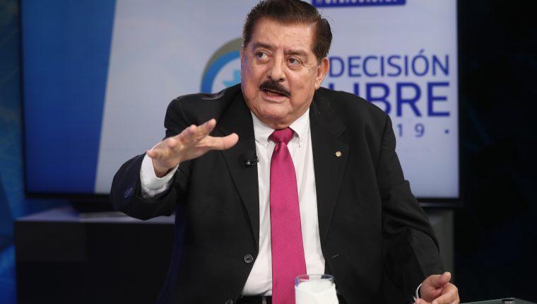 Danilo Roca, candidato presidencial por el partido Avanza, participó en el programa Sin Filtro Electoral, de Prensa Libre y Guatevisión. (Foto Prensa Libre: Carlos Hernández)