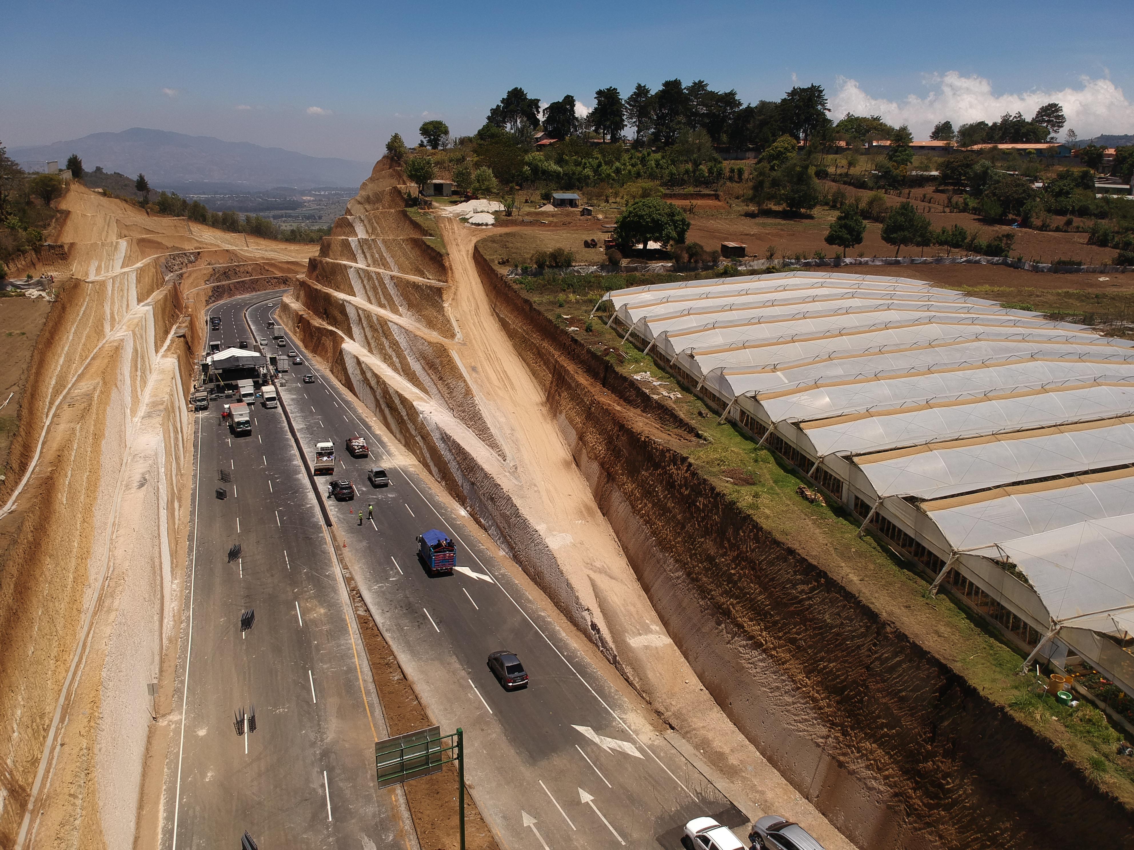 Este día quedo inaugurado el libramiento de Chimaltenango,  la obra vial consta de 14.5 kilómetros .