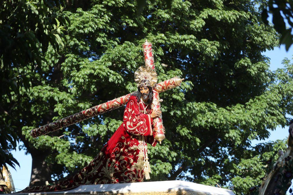 Jesús de los Milagros lució una túnica conocida como imperial.