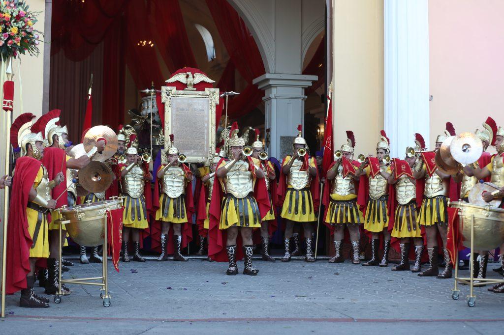 Este año la fanfarria romana se estrenó con integrantes de la Asociación de Jesús Nazareno de los Milagros.