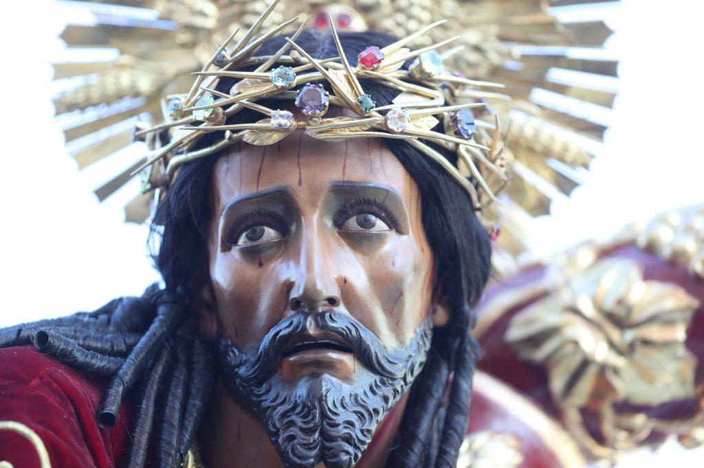 Jesús de los Milagros también es conocido con el nombre Rey del Universo.