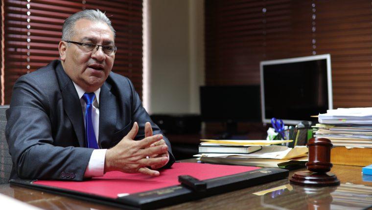 Bonerge Mejía asumió la presidencia de la Corte de Constitucionalidad. (Foto Prensa Libre: Carlos Hernández Ovalle)
