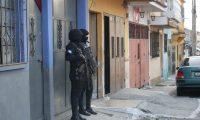 Mediante el operativo PNC contra el  sicariato y la Extorsi—n en SemanaSantaSegura se pretende impactar a estructuras criminales de las maras 18 y Salvatrucha, as' como a grupos de imitadores, mediante 102 allanamientos a nivel nacional.  PNC:                  16/04/2019