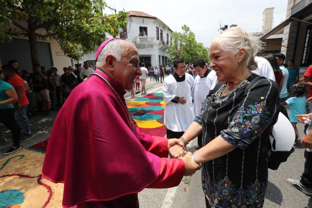 Monseñor Raúl Martínez agradeció a las personas que elaboraron el trabajo. Foto Prensa Libre: Óscar Rivas