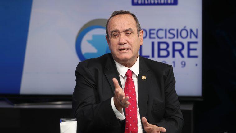 Alejandro Giammattei, durante su participación en el programa Sin Filtro Electoral. (Foto Prensa Libre: Esbin García)