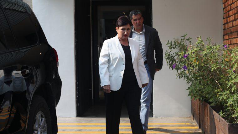 Thelma Aldana, candidata presidencial proclamada por el Movimiento Semilla, y José Carlos Marroquín, miembro de su equipo de campaña. (Foto Prensa Libre: Hemeroteca PL)