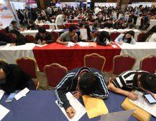 Cada año deja una brecha de unos 110 mil jóvenes que no logran emplearse en el sector formal, según el Mintrab. (Foto Prensa Libre: Hemeroteca PL)