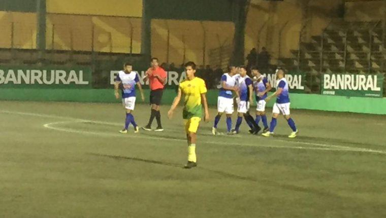 Deportivo Petapa cayó 1-2 contra Deportivo Chiantla y matemáticamente le dijo adiós a la Liga Nacional. (Foto Prensa Libre: La Red).
