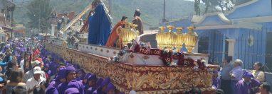 Diversas procesiones recorren la ciudad colonial en Cuaresma y Semana Santa. (Foto Prensa Libre: Julio Sicán).