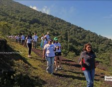La plantación de los árboles en el Parque Nacional Volcán de Pacaya y Laguna de Calderas se hace a partir de junio de cada año. (Foto Prensa Libre: Cortesía Marvin Grijalva)