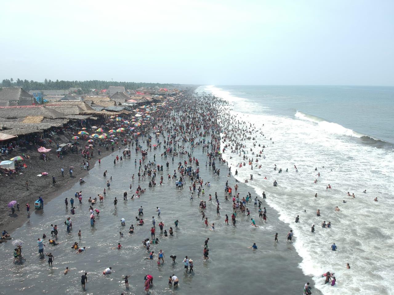 Miles de personas viajaron a las diferentes playas del país durante la Semana Santa. (Foto, Prensa Libre: Rolando Miranda).