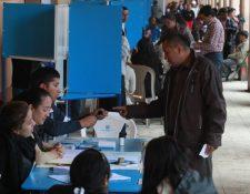 Realizar alianzas políticas para el próximo evento de votación parece complicado para los partidos políticos. (Foto Prensa Libre: Hemeroteca PL)