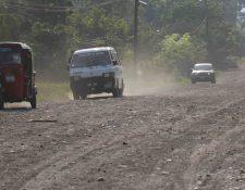 El mantenimiento de caminos rurales era uno de los servicios que las comunas le adjudicaban a la empresa de Alfaro. (Foto Prensa Libre: Hemeroteca PL)
