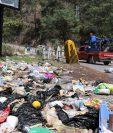 En algunas partes de la carretera la basura se encuentra en grandes cantidades, (Foto: Prensa Libre: Héctor Cordero).