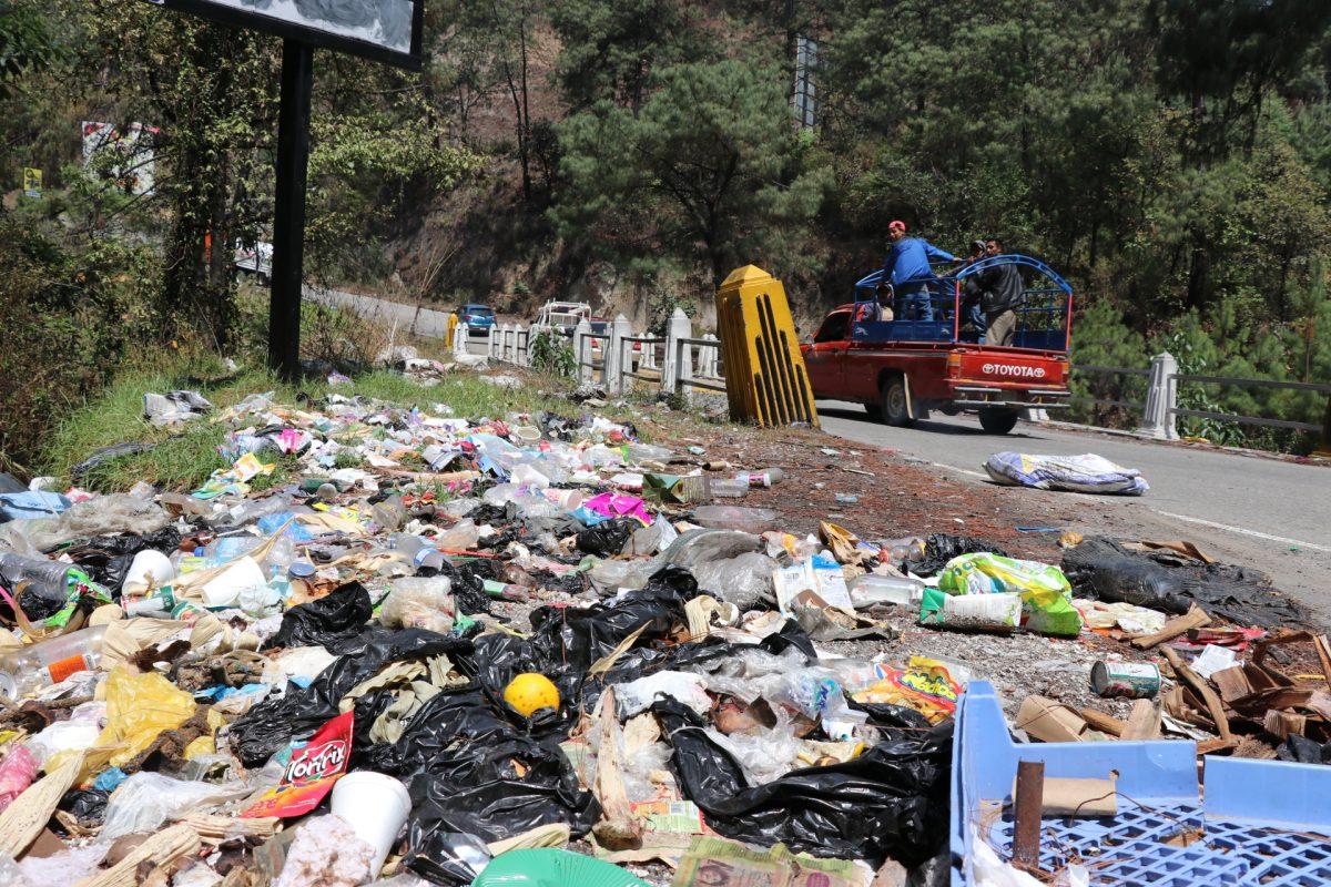 Los 15 kilómetros de basura que observan los turistas cuando van a Chichicastenango
