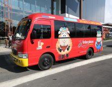Este es el autobús que transportará gratis a los clientes. (Foto Prensa Libre: María Longo)