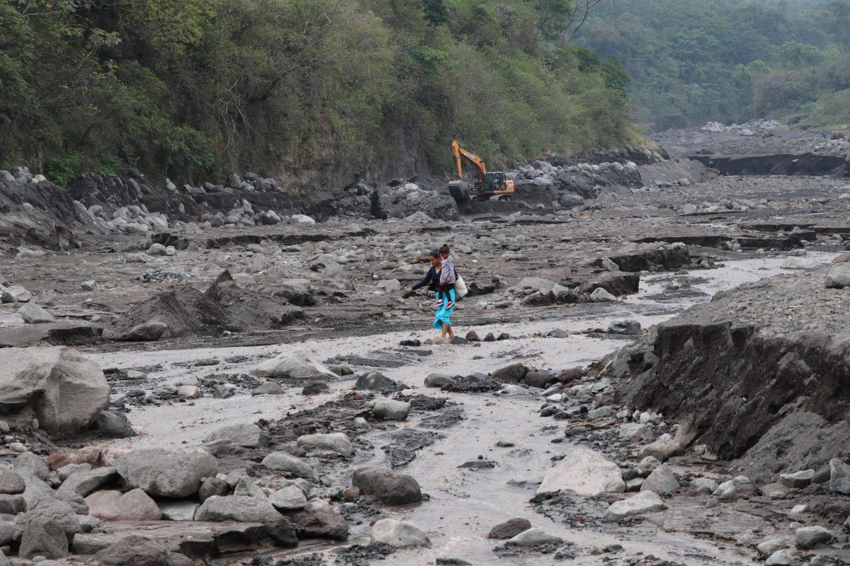 Alertan de alta vulnerabilidad en comunidades del volcán de Fuego por lluvias