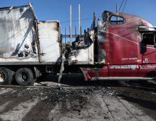 Así quedó el tráiler que se quemó en la zona 5 de Xela. (Foto Prensa Libre: María Longo)