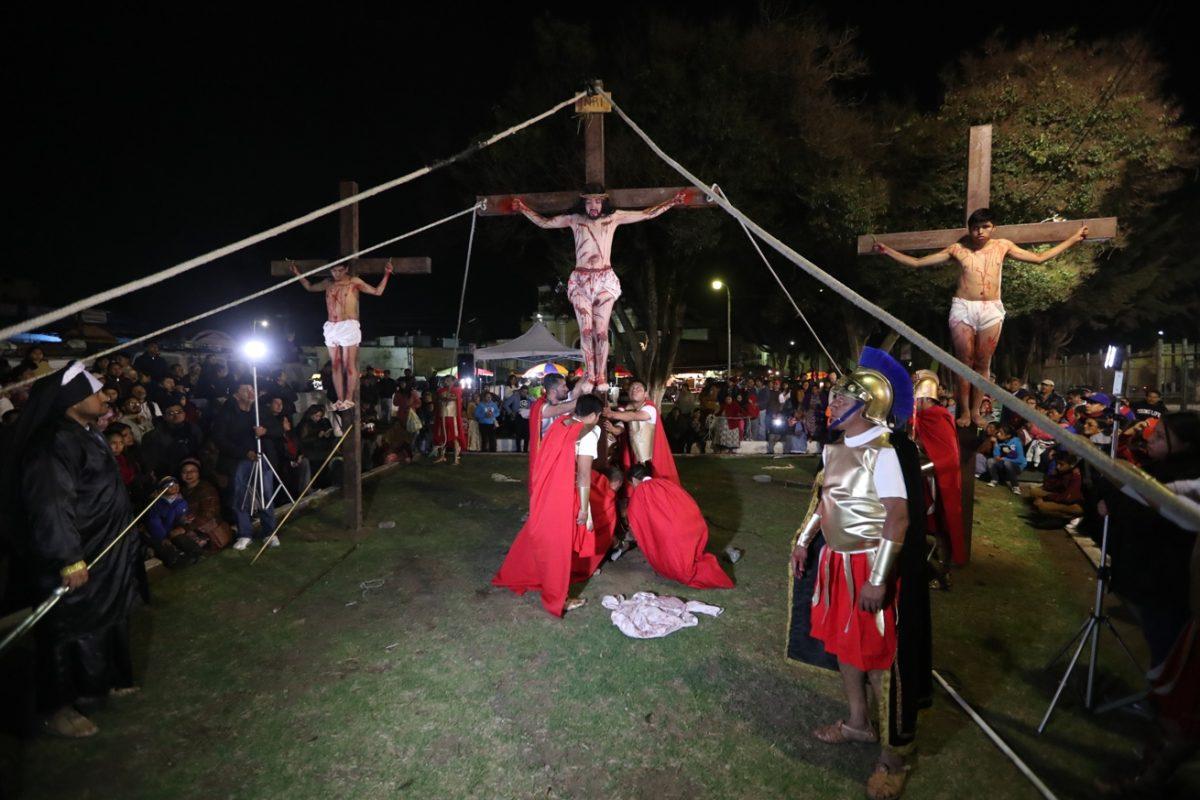 Desde hace dieciséis años escenifican la pasión y muerte de Jesús