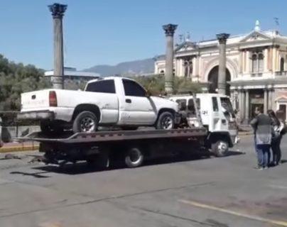 Los vehículos fueron decomisados principalmente en el Centro Histórico de Xela donde pasan las procesiones para Semana Santa. (Foto Prensa Libre: María Longo)