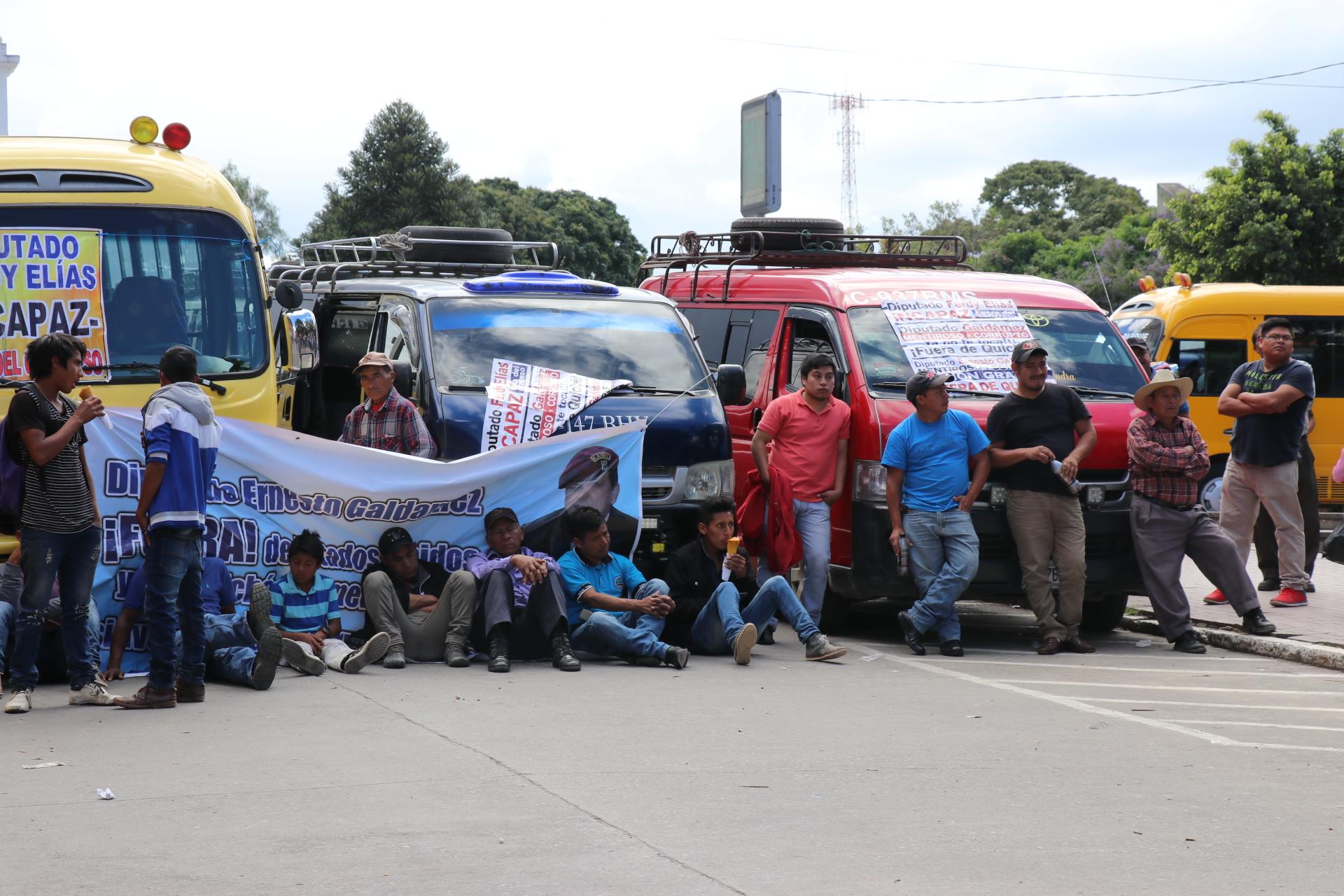 En los últimos meses, los transportistas han bloqueado las carreteras de Quiché para exigir que se concluyan los trabajos.  (Foto Prensa Libre: Héctor Cordero)