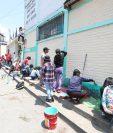 Los alumnos llevaron a la escuela todos los implementos necesarios para cumplir con la iniciativa. (Foto Prensa Libre: María Longo)