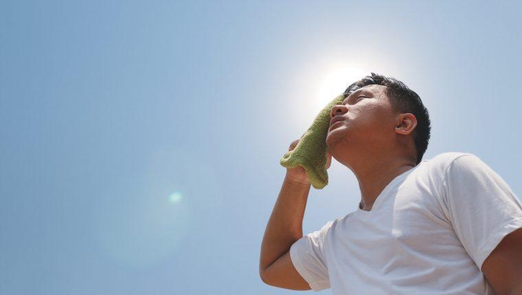 Utilizar camisa, bloqueador solar y sombrero son las recomendaciones del Ministerio de Salud (Foto Prensa Libre: Servicios)
