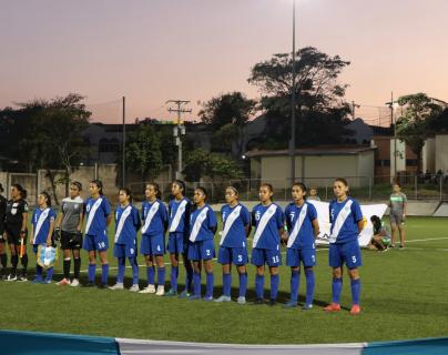 La Bicolor femenina Sub 16 mostró un buen nivel durante el torneo amistoso que se llevo a cabo en El Salvador. (Foto Prensa Libre: Fedefut)