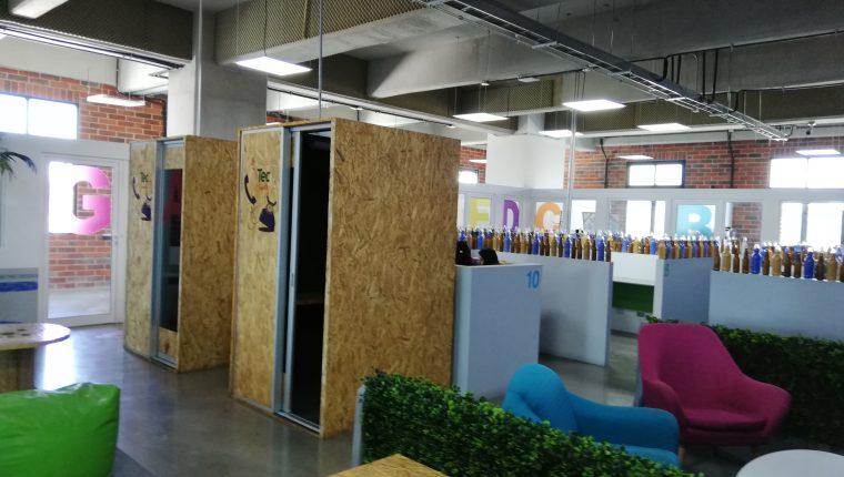 Salas, escritorios, cabinas y oficinas pequeñas que brinda el TEC en espacios compartidos, según la demanda del interesado. (Foto, Prensa Libre: Rosa María Bolaños).