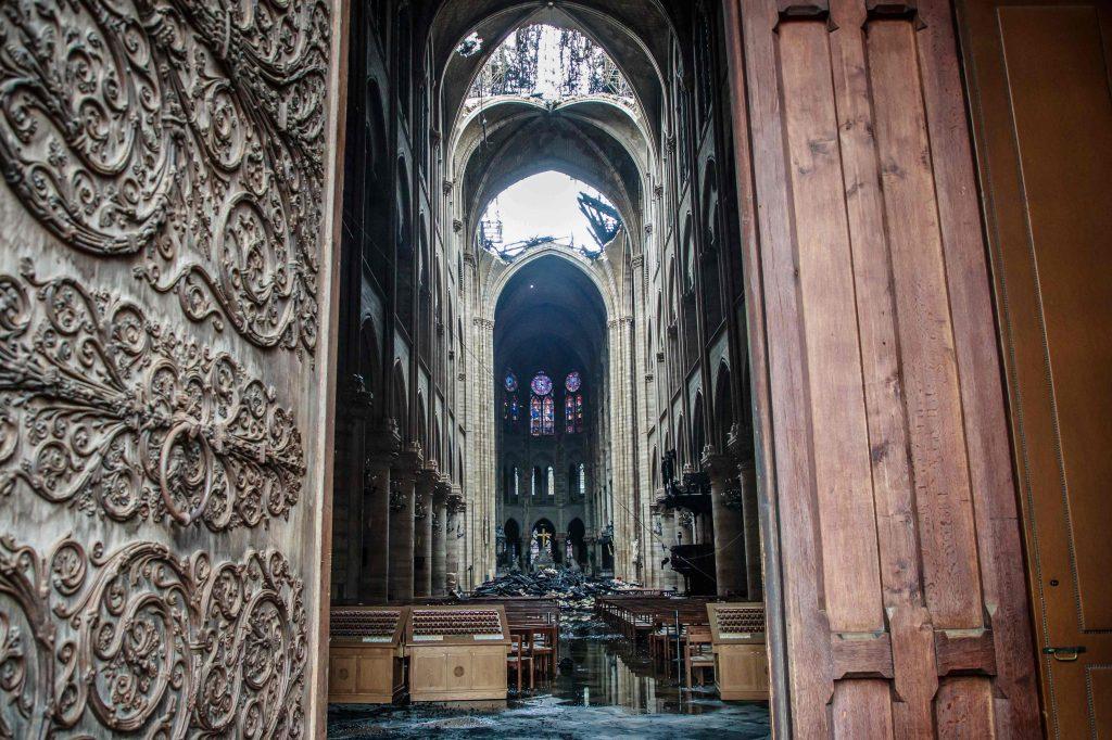 Varias personas han donado recursos para reconstruir la Catedral de Notre Dame, al momento se han recaudado más de 700 millones de Euros. Foto Prensa Libre: AFP