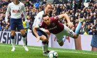 London (United Kingdom), 27/04/2019.- Tottenham's Christian Eriksen (C) in action against West Ham's Mark Noble (R) during the English Premier League soccer match between Tottenham Hotspur and West Ham United at the Tottenham Hotspur Stadium in London, Britain, 27 April 2019. (Reino Unido, Londres) EFE/EPA/ANDY RAIN EDITORIAL USE ONLY. No use with unauthorized audio, video, data, fixture lists, club/league logos or 'live' services. Online in-match use limited to 120 images, no video emulation. No use in betting, games or single club/league/player publications.