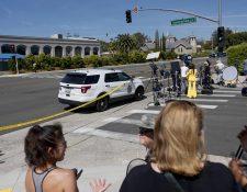 Policías acordonaron el área donde ocurrió el hecho. (Foto Prensa Libre: AFP)