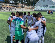 Los jugadores de la Universidad no lograron el objetivo de permanecer en la Primera División. (Foto Prensa Libre: @FutbolUsac )