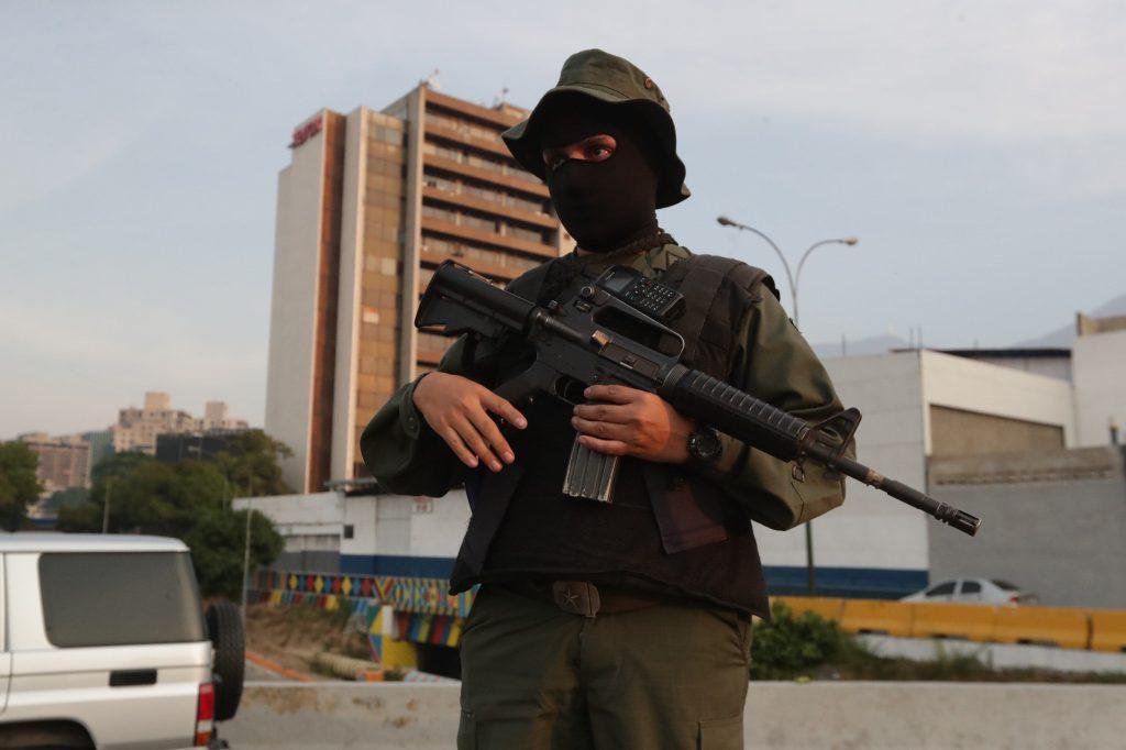 """El gobierno venezolano ha calificado el movimiento como un """"golpe de estado"""". Foto Prensa Libre: EFE"""