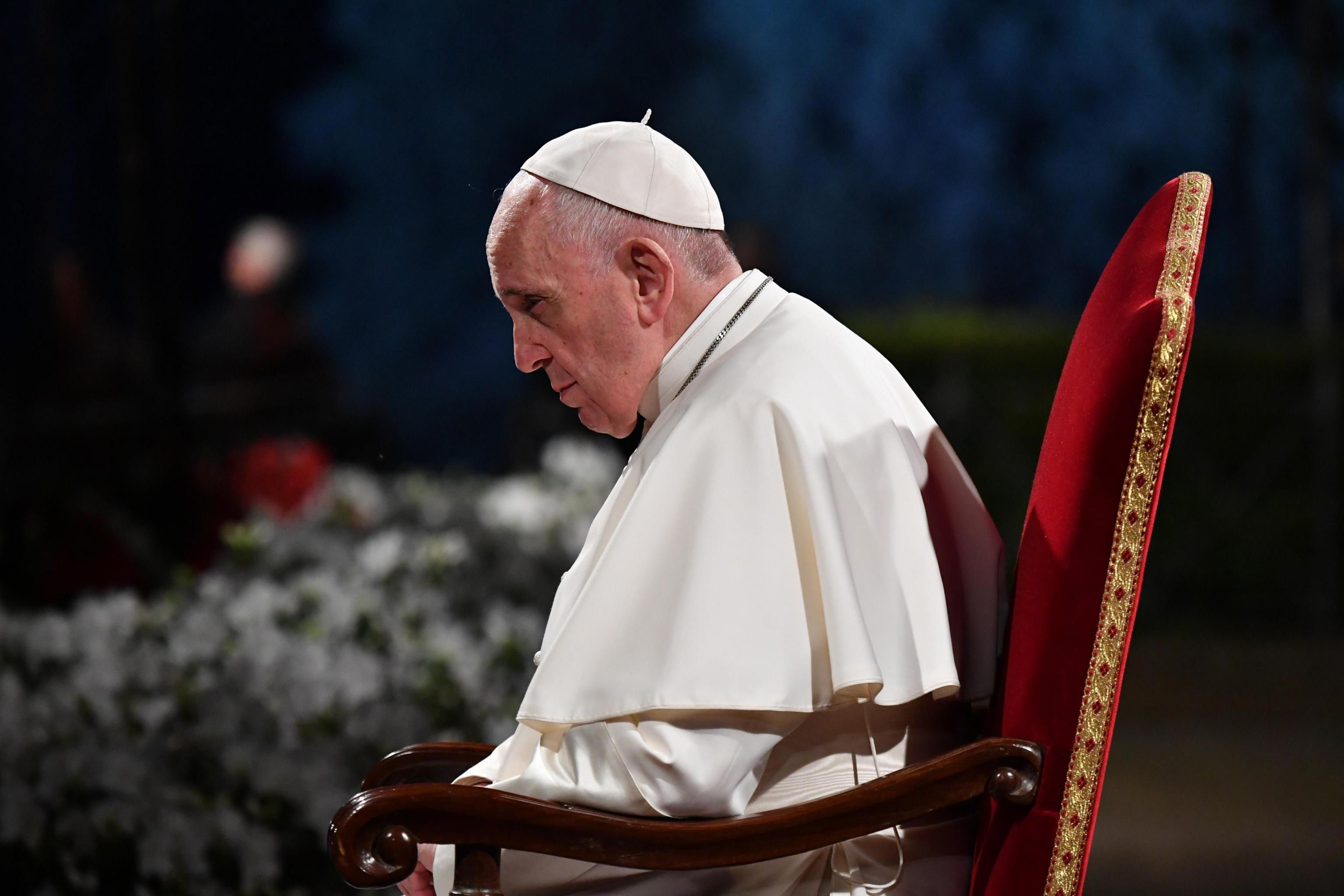 Rome (Italy), 19/04/2019.- Pope Francis presides the Via Crucis (Way of the Cross) torchlight procession on the Good Friday in front of ancient Colosseum in Rome, Italy, 19 April 2019. Good Friday is observed by Christians around the world to commemorate the crucifixion of Jesus Christ. (Papa, Italia, Roma) EFE/EPA/ALESSANDRO DI MEO