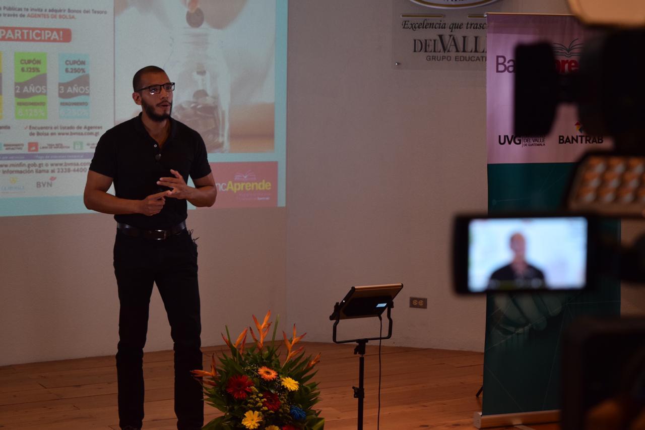Julio Lavalle fue el conferencista invitado en el Webinar organizado por BancAprende de Bantrab con apoyo de la Universidad del Valle de Guatemala. (Foto Prensa Libre: Cortesía Bantrab)