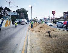 Los trabajos para construir el viaducto comenzaron en el arriate central de la avenida Petapa.(Foto Prensa Libre: cortesía Emetra)