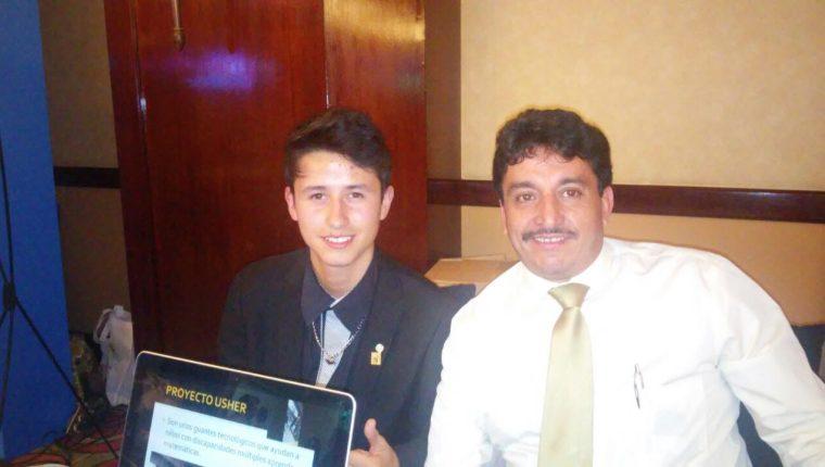 Carlos Antonio Osuna ha ganado premios y becas para estudiar en el extranjero.(Foto Prensa Libre: cortesía)