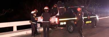 Los cadáveres fueron trasladados a la morgue del Inacif local. (Foto Prensa Libre: Bomberos Municipales Departamentales).