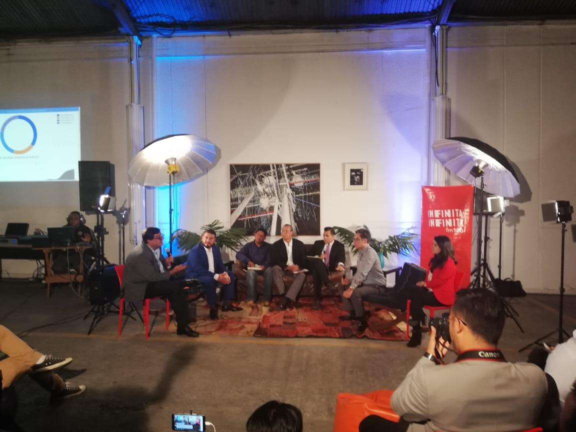 Los candidatos a la alcaldía de Villa Nueva, Santa Catarina Pinula, Ciudad de Guatemala y Mixco participaron en el foro realizado en la zona 4. (Foto Prensa Libre: José Patzán)