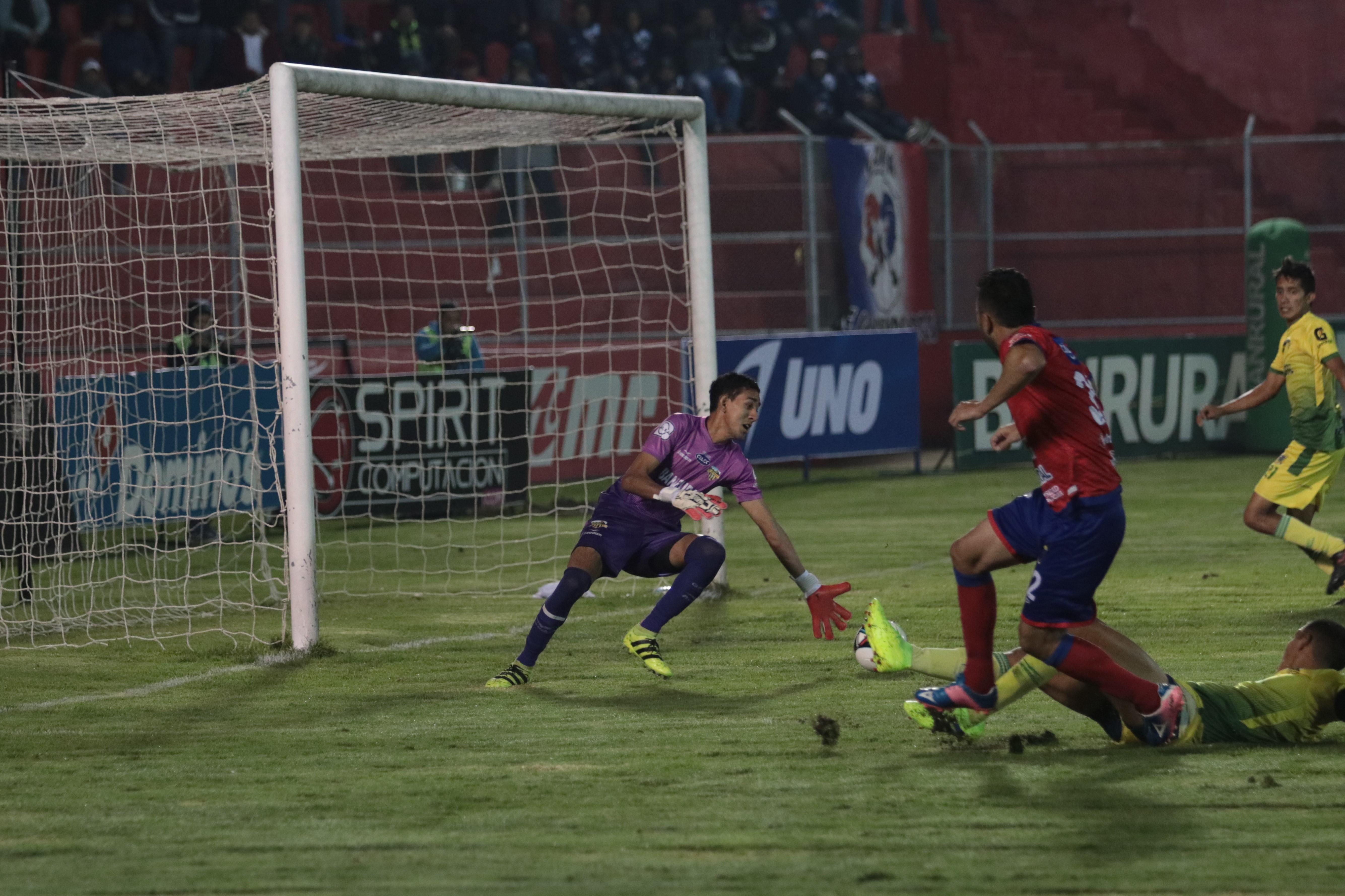 Carlos Kamiani Félix anotó un doblete en la victoria de Xelajú MC. (Foto Prensa Libre: Raúl Juárez)