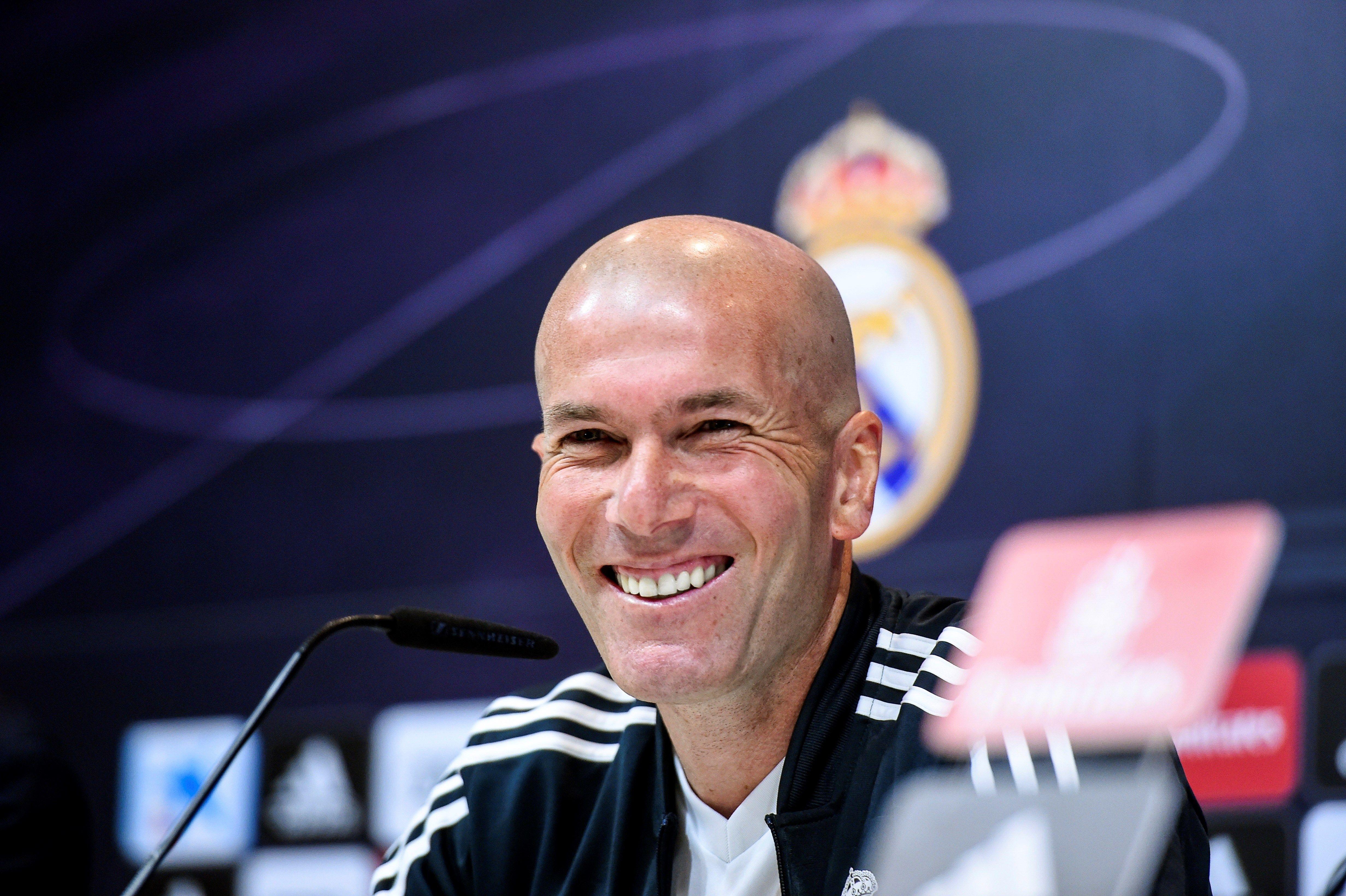 El entrenador francés del Real Madrid Zinedine Zidane durante la rueda de prensa tras el entrenamiento de este sábado en la Ciudad Deportiva de Valdebebas. (Foto Prensa Libre: EFE)