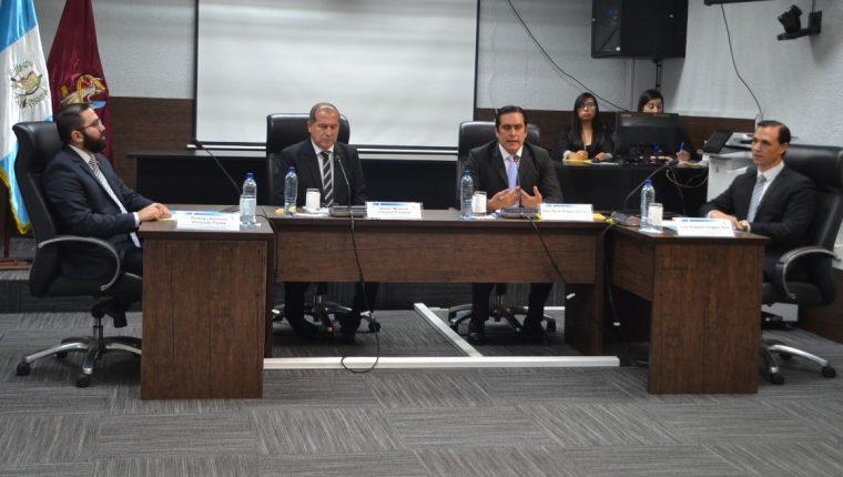 El Consejo del Instituto de la Defensa Pública Penal se constituyó en Comisión de Postulación de candidatos a director de la institución. (Foto Prensa Libre: José Castro)