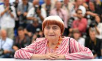 (FILES) In this file photo taken on May 19, 2017 French director Agnes Varda poses during a photo call for the film 'Faces, Places' (Visages, Villages) at the 70th edition of the Cannes Film Festival in Cannes, southern France. - French film director Agnes Varda, who emerged in the New Wave of intimate cinema of the 1960s and continued with artful documentaries and films mixing real-life events with fiction, has died aged 90, her family said on March 29, 2019. (Photo by LOIC VENANCE / AFP)