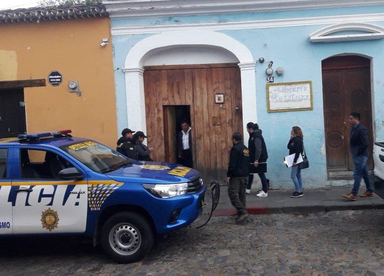 Uno de los allanamientos que llevó a cabo la Policía Nacional Civil y el Ministerio Público. (Foto: PNC)