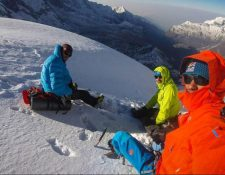 Jess Roskelley, Hansjörg Auer y David Lama, alpinistas profesionales escalaban una montaña en Canadá. (Foto Redes).