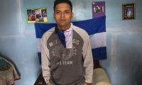 """AME8448. MANAGUA (NICARAGUA), 17/03/2019.-NI7005.MANAGUA (NICARAGUA), 17/03/2019.- El estudiante nicaragüense Jorge Zapata habla en una entrevista en su casa este 16 de marzo de 2019, en Managua (Nicaragua). La llamada """"insurrección cívica"""" nicaragüense ha dejado cientos de """"presos políticos"""" y un mensaje de """"bienvenida"""" a prisión: """"Si en algún caso Nicaragua se volvía a levantar cívicamente, nos iban a matar sin pensarlo, a todos los que estábamos retenidos"""". Son palabras de un estudiante que pasó ocho meses en prisión por protestar contra el Gobierno y recién fue excarcelado, Jorge Zapata, y las dice a Efe luego de finalizar la entrevista, como quien olvida lo más importante, en medio del desconcierto tras la prisión.EFE/Jorge Torres"""
