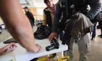 El 13 de marzo pasado la Fiscalía contra el Crimen Organizado desplegó a sus integrantes en 368 allanamientos en 17 departamentos del país para incautar armas de fuego. (Foto Prensa Libre: Hemeroteca PL)