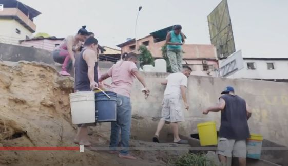 Crisis en Venezuela: la desesperación por conseguir agua en Caracas cuando hay apagones